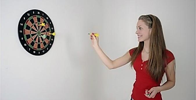 Дартс - увлекательная игра, где азарт не зависит от мастерства игроков
