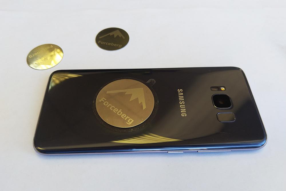 телефон с наклейкой 1000.jpg