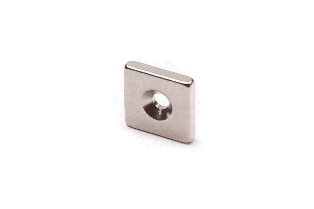 Неодимовый магнит прямоугольник 15х15х3 мм с зенковкой 3/6 мм в Смоленске