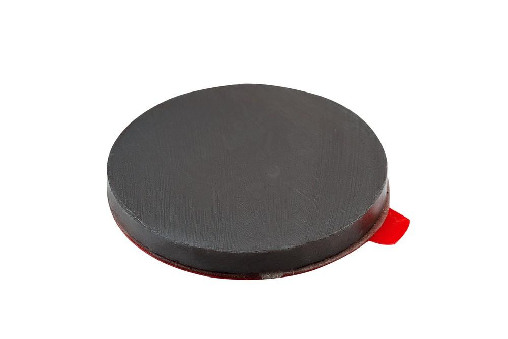 Ферритовый магнит диск 30х3 мм с клеевым слоем в Владивостоке