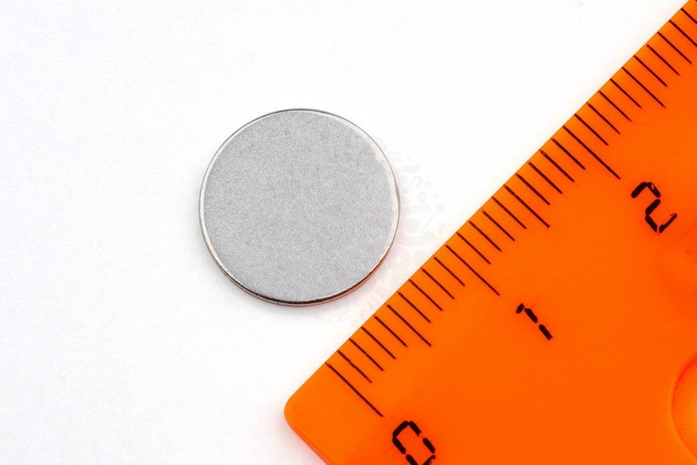 Неодимовый магнит диск 12х1 мм, цинк, N35 в Челябинске