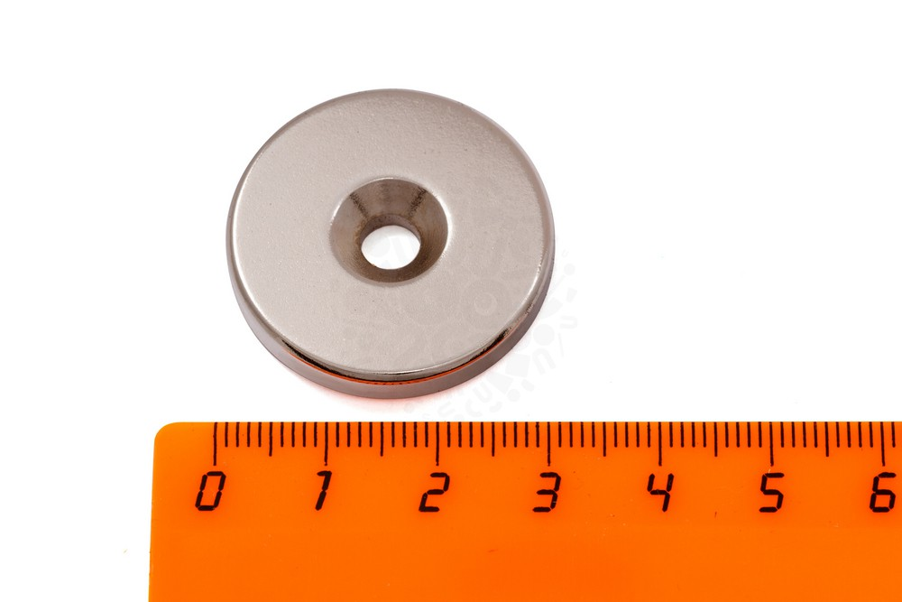 Неодимовый магнит диск 30х6 мм с зенковкой 5.5/12 мм, N38H в Балашихе