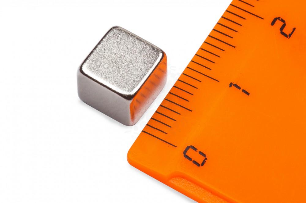 Неодимовый магнит прямоугольник 8х8х8 мм в Саратове