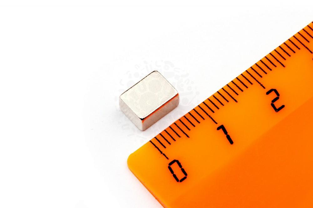 Неодимовый магнит прямоугольник 8х6х4 мм в Брянске