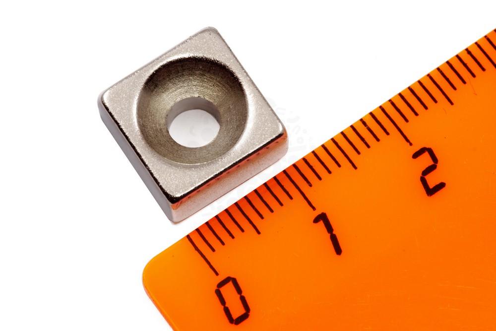 Неодимовый магнит прямоугольник 12х12х6 мм с зенковкой 4.5/9.6 мм, N35 в Хабаровске