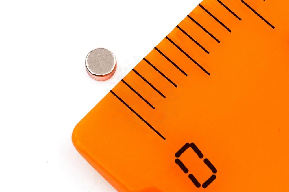 Неодимовый магнит диск 2х1 мм, N35 в Москве