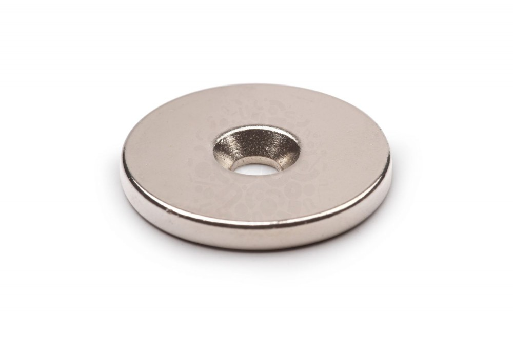 Неодимовый магнит диск 25х3 мм с зенковкой 4.5/7.5 мм в Барнауле