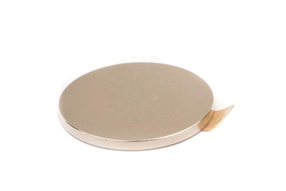 Неодимовый магнит диск 20х1.5 мм с клеевым слоем  в Астрахани