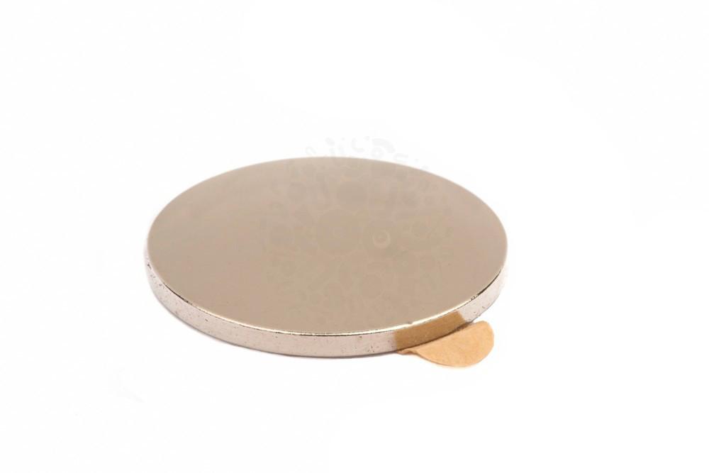 Неодимовый магнит диск 20х2 мм с клеевым слоем  в Барнауле