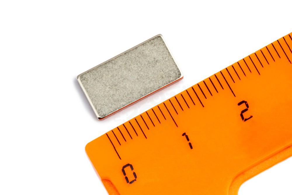 Неодимовый магнит прямоугольник 15х8х1 мм с клеевым слоем в Иваново