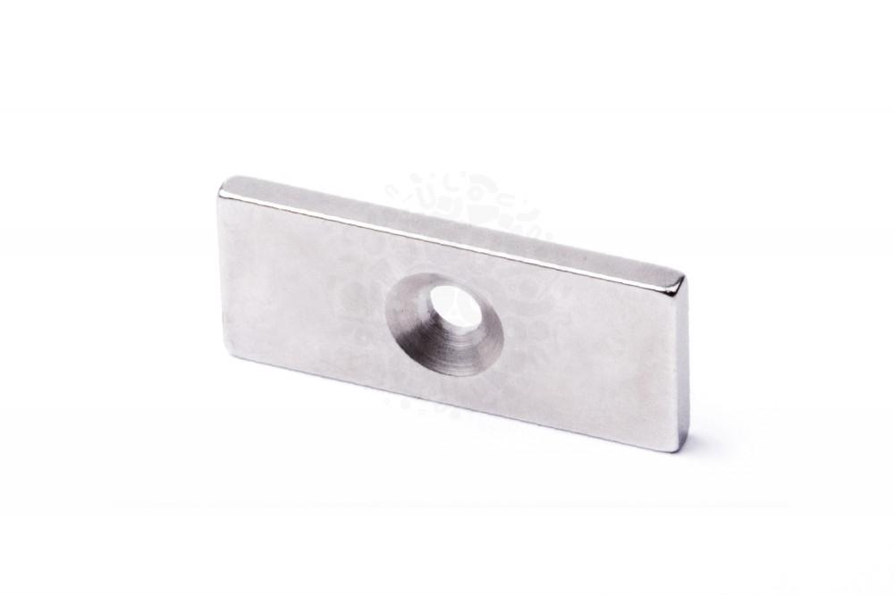 Неодимовый магнит прямоугольник 35х15х3 мм с зенковкой 4/8 мм в Москве