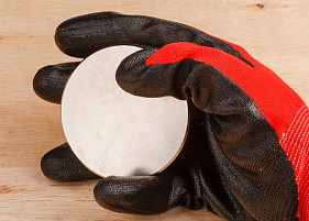 Как безопасно работать с неодимовыми магнитами